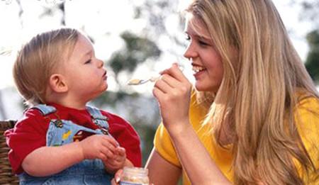 Người lớn khó phát hiện sớm khi trẻ nhỏ (chưa biết nói) bị hóc dị vật.