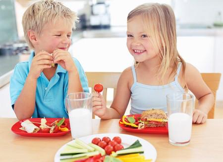 Ăn sáng đều đặn khiến con thông minh hơn.