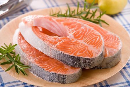 Hãy chọn thực phẩm giàu axit béo omega-3 cho trẻ tự kỷ.