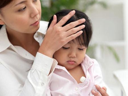 Có một số sai lầm phổ biến khi hạ sốt cho trẻ nhưng nhiều phụ huynh lại không biết.