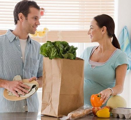 Mẹ bầu cần chú ý về dinh dưỡng để giúp tế bào não của trẻ phát triển.