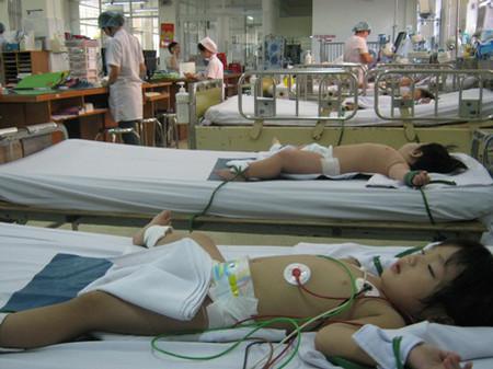 Số ca bệnh TCM nặng tăng nhanh tại BV bệnh Nhiệt Đới.