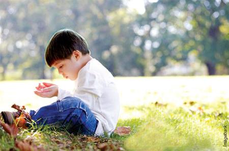 Tự kỷ là sự phát triển bất bình thường của trẻ.