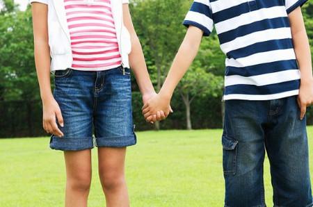 Phụ huynh nên tế nhị, khéo léo, trò chuyện cùng con trên cơ sở tôn trọng và lắng nghe ý kiến như một người bạn.