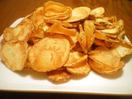 Trong những miếng bim bim từ khoai tây chiên phải có một chất đặc biệt nào đó.