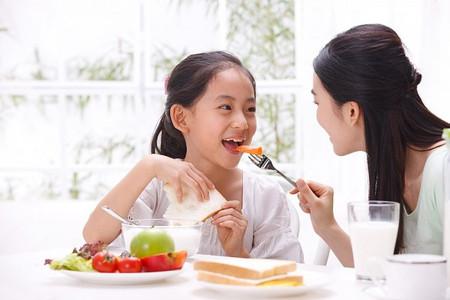 Nếu cha mẹ áp đặt bé có nguy cơ nhẹ cân hoặc béo phì.