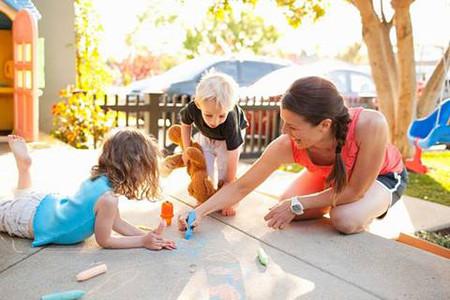Tham gia các trò chơi dành cho trẻ con sẽ để lại cho bé những kỷ niệm khó quên.