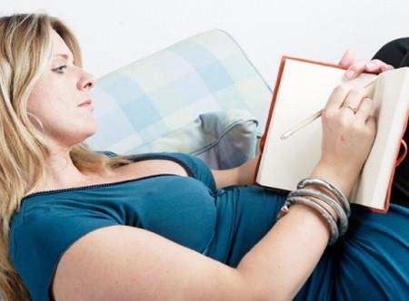 Những dòng nhật ký của mẹ bầu nghèo viết cho đứa con đang trong bụng tuy đầy lo toan nhưng cũng chan chứa tình yêu thương.