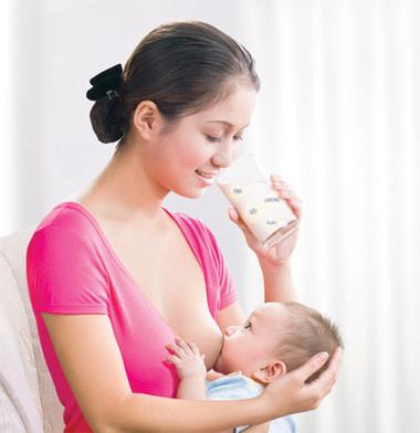 Sữa mẹ có thể ngăn ngừa việc xuất hiện chứng bệnh chàm ở trẻ em.