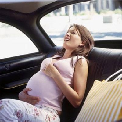Dù sắp đến ngày sinh, chị Giao vẫn nằng nặc đòi đi du lịch cùng chồng.