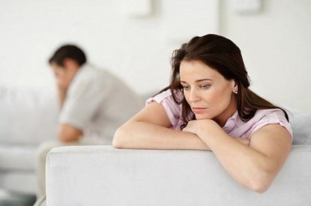 Nhiều cặp vợ chồng chậm con cứ đổ lỗi nhau.