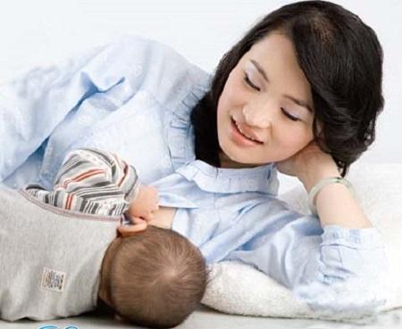 Đang cho con bú, nếu dùng miếng dán ngừa thai có sao không?