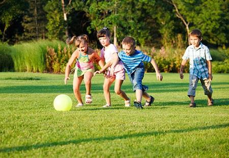 Tập luyện thể dục thể thao là rất cần thiết cho sức khỏe của trẻ.