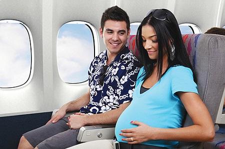 Nguy cơ lớn nhất ở phụ nữ mang thai khi đi máy bay đó là sinh sớm.