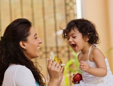 Mùa hè, bạn nên cho trẻ ăn những thực phẩm dễ tiêu hóa.