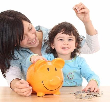 Nên cho con trẻ làm quen với tiền ngay từ tuổi lên ba.