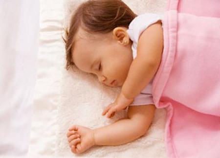 Giấc ngủ ngày chịu ảnh hưởng mạnh mẽ của yếu tố môi trường.
