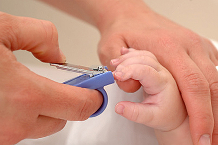 Thời gian lý tưởng nhất để cắt sửa móng cho bé là sau khi tắm.