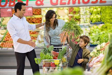 Phòng tránh ngộ độc thực phẩm cho cả gia đình trong mùa hè.