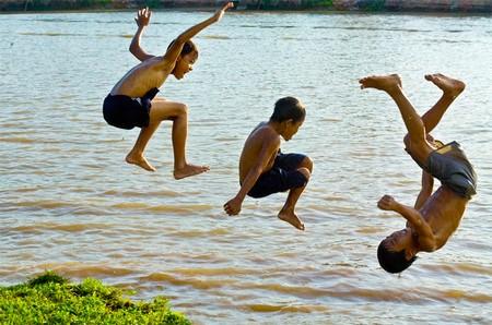 Tháng 6 là thời điểm hội tụ cao nhất nhiều yếu tố tác động xấu đến sức khỏe trẻ em.