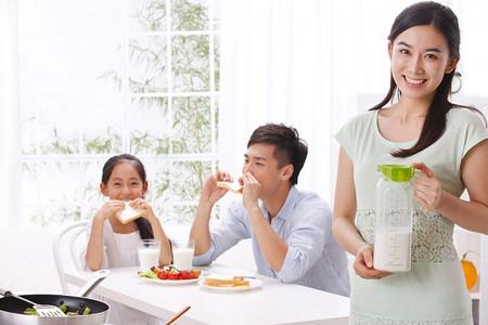 Nếu bạn ăn quẩy, nên kết hợp với sữa đậu nành, như vậy sẽ tự bảo vệ được mình.