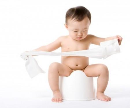 Trẻ nhỏ bị tiêu chảy rất nguy hiểm đến tính mạng nếu không được sơ cứu kịp thời.