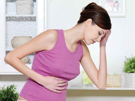 Chảy máu âm đạo là dấu hiệu đầu tiên của việc sảy thai.