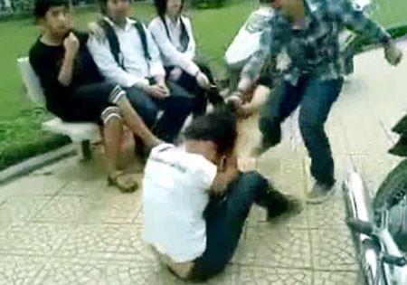 Xã hội đang lo ngại về tình trạng bạo lực học đường ngày càng gia tăng.