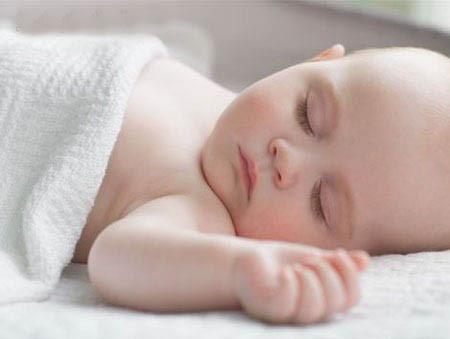 Để bé sơ sinh ngủ quá lâu chưa hẳn đã tốt