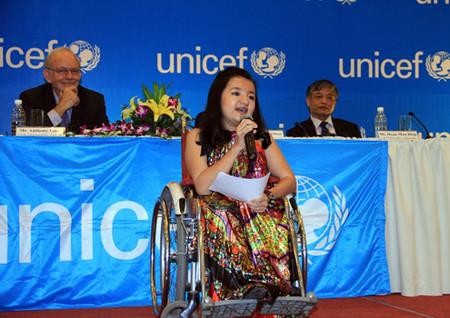 Phương Anh có bài chia sẻ tại chương trình Công bố báo cáo tình hình trẻ em thế giới 2013 với chủ đề: 'Trẻ em khuyết tật' do UNICEF tổ chức tại Đà Nẵng