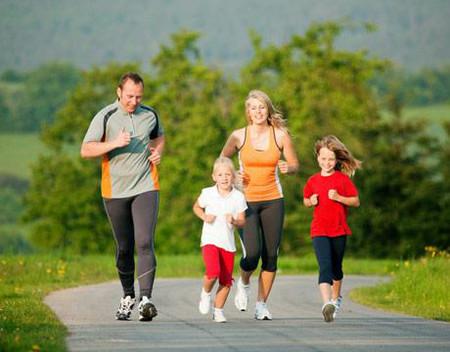 Cho bé tập thể thao sẽ giúp bé phát triển chiều cao một cách tối đa