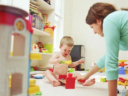 Vui chơi là hoạt động không thể thiếu với các bé