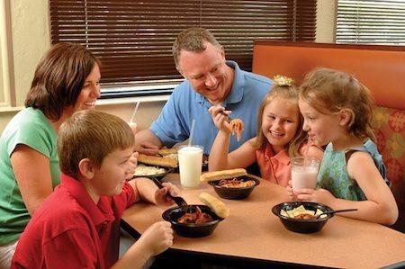 Trẻ con Pháp luôn rất tự giác trong ăn uống