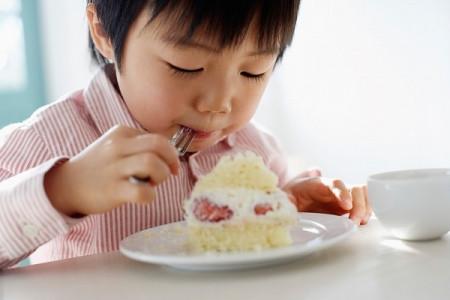"""đôi khi em chỉ thầm ước """"Giá như con ăn ít lại một chút"""" thì em cũng đỡ ngại."""