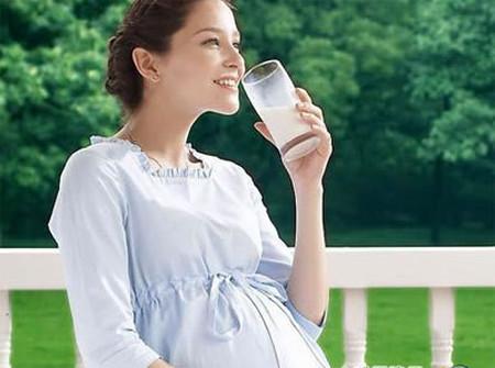 Nước giúp giải độc cơ thể và giữ cho các tế bào da luôn khỏe mạnh, có khả năng phục hồi sau khi bạn sinh nở