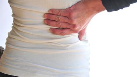 Đau lưng kèm triệu chứng ra máu, xuất hiện cơn co thắt... trong thai kỳ cần đặc biệt chú ý.