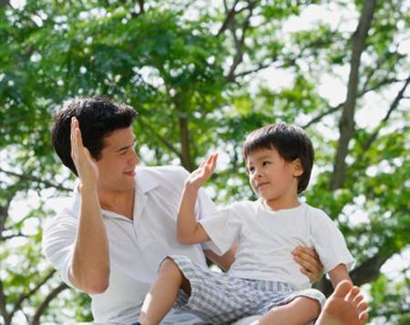 Lạm dụng lời khen sẽ làm hại con trẻ