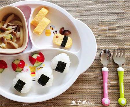"""Một """"suất ăn kiểu Nhật"""" cho bé thường gồm nhiều món riêng biệt"""