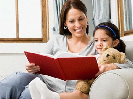 Đọc sách cùng con để giúp trẻ phát triển trí nhớ khả năng tưởng tượng