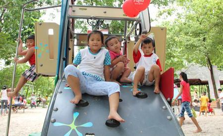Trẻ em cần có hoạt động phát triển thế chất phù hợp với lứa tuổi.