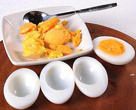 Trứng trong chế độ ăn uống hàng ngày sẽ giúp con bạn có đầy đủ canxi và protein sẽ giữ cho hệ miễn dịch của trẻ luôn khỏe mạnh