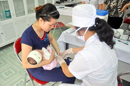 Vắc-xin viêm gan B nên được tiêm 24h đầu sau sinh