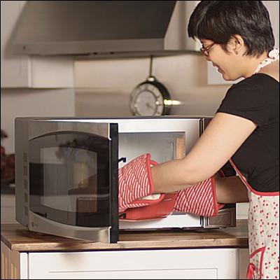 Nhiều gia đình sử dụng lò vi sóng vì sự tiện lợi