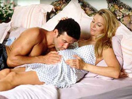 Quan hệ tình dục trong thời gian mang thai không hề gây hại cho em bé.