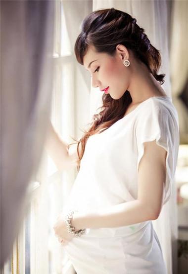 Ngực mẹ càng to, khả năng sinh con gái càng lớn.