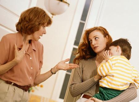 Với những gì mẹ chồng tôi làm, tôi nghĩ không biết sẽ giúp cháu hay hại cháu đây?