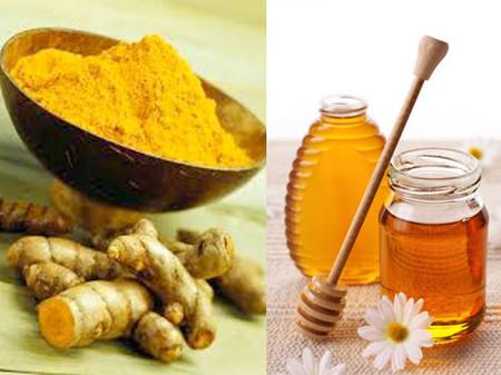 Nên dùng bột nghệ và mật ong chứ không dùng nghệ nướng