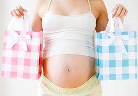Vòng bụng lớn hơn bình thường có thể do nhiều nguyên nhân khác nhau, trong đó mang song thai cũng là một trường hợp được tính đến.