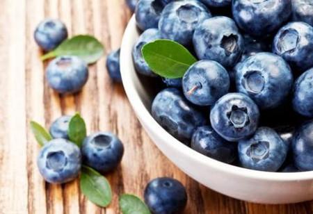 Chị em cũng nên bổ sung thêm quả việt quất vào trong khẩu phần ăn hàng ngày của mình