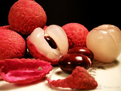 Vỏ vải sấy khô cũng có tác dụng chữa viêm xoang.